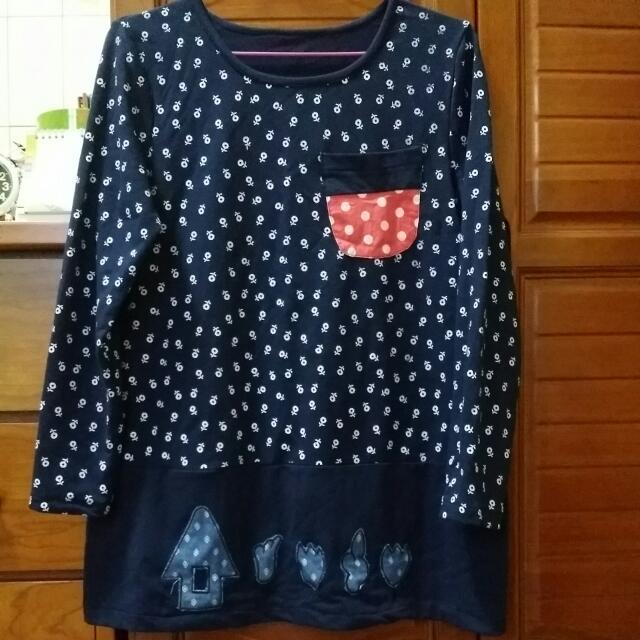 (全新出清)深藍色小花長版衣