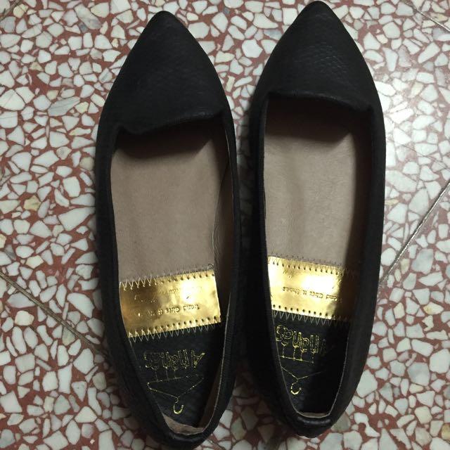 造型黑色低跟鞋