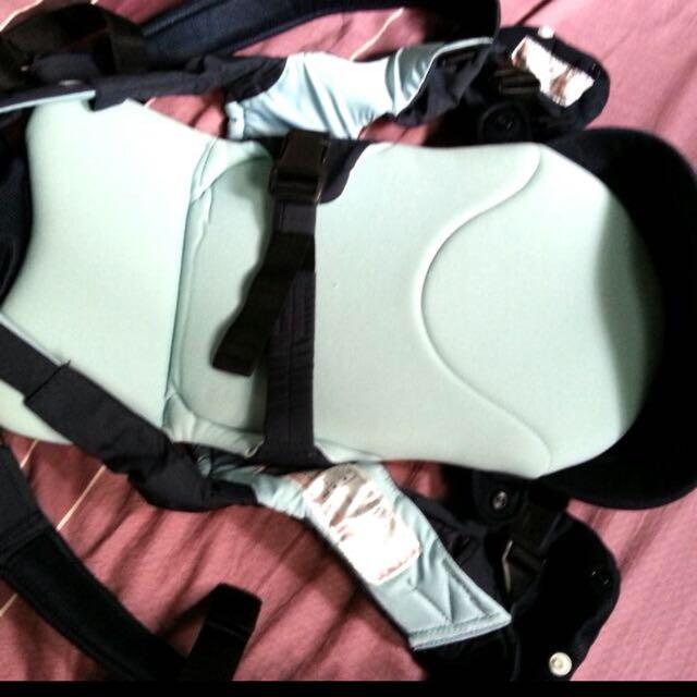 Combi S4 嬰兒背帶