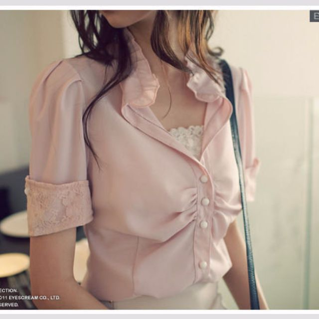 全新轉賣EYESCREAM韓版荷葉立領背部拼接布蕾絲雕花襯衫上衣