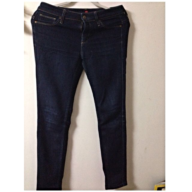 Uniqlo 深藍窄管牛仔褲