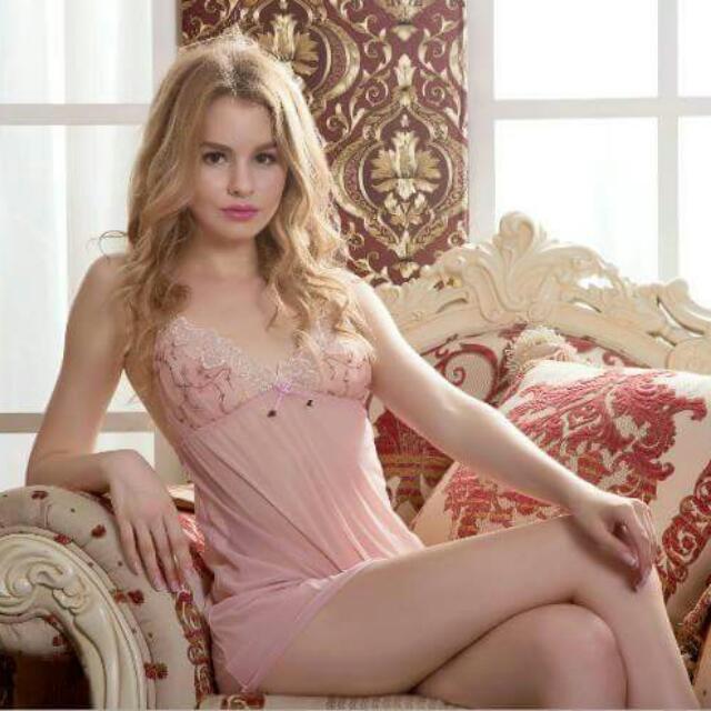 正品維多利亞的秘密(賣家親自實拍)柔嫩蕾絲深V刺繡透視蕾絲誘惑 蕾絲低胸性感睡衣粉色 黛安芬曼黛瑪璉思薇爾大碼