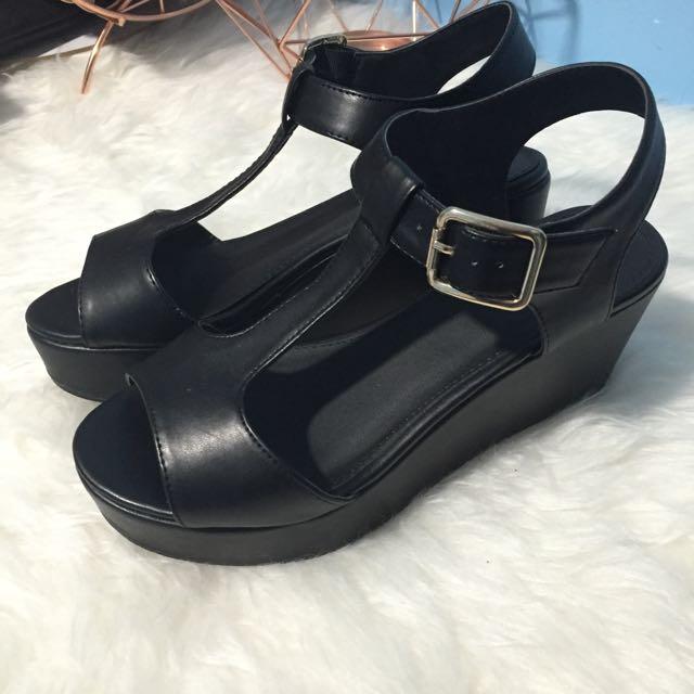 Verali Black Flatforms