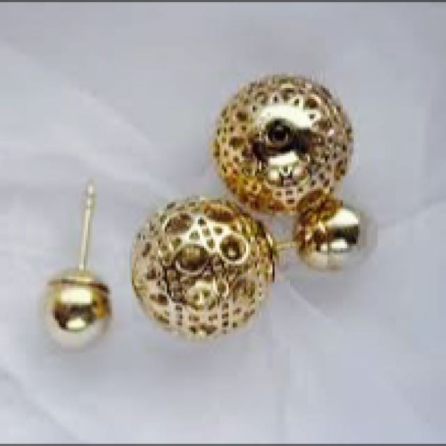 5bcf593f18b246 100 Authentic Dior Clic Mise En Tribal Double. Dior Pearl Cannage Mise En Tribal  Earrings Gold 211269