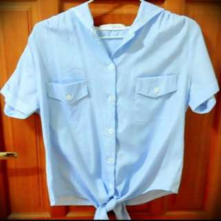 全面大特價!!藍條紋綁帶短版襯衫👚
