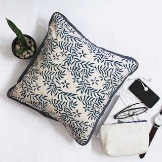 Decorative Cushion B01