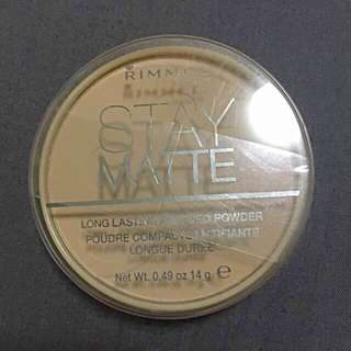 Rimmel Stay Matte Pressed Powder in 004 Sandstorm