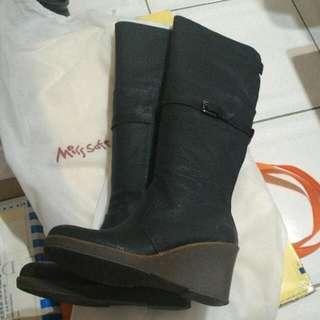 Miss Sofi 黑色及膝楔形長馬靴