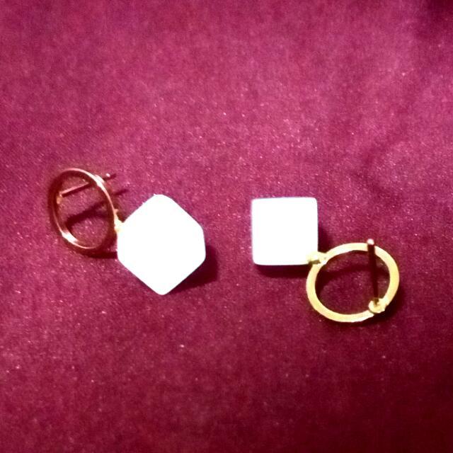 (免運)金圈乳白立體方塊耳環