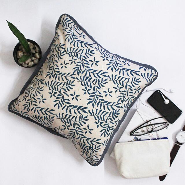 Decorative Cushion B01