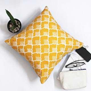 Decorative Cushion B09