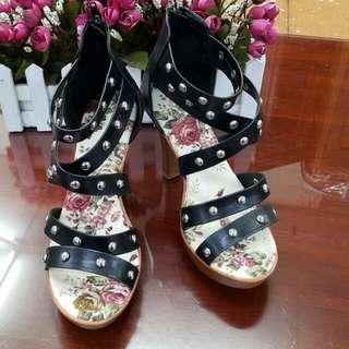 【含運】全新 鉚釘露趾高跟涼鞋