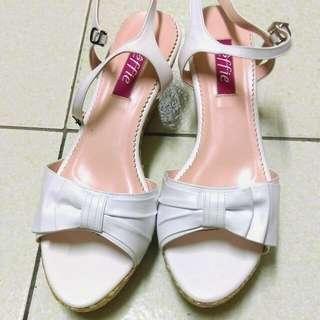 *全新阿瘦皮鞋*白色楔型涼鞋