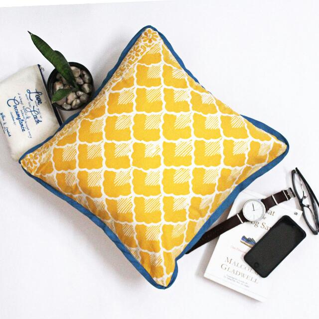 Decorative Cushion B08