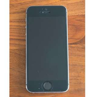 iPhone 5S - 16GB --- includes Apple accessories!