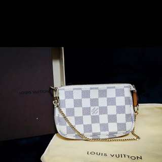 Lv Louis Vuitton 白格手拿氣質錢包👛大降價🎉