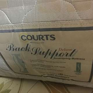 Used queen size matress (spring)