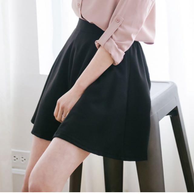 全新。腰鬆緊素面褲裙(黑)