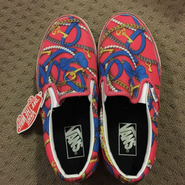 Authentic* Vans Women Classic Slip- On