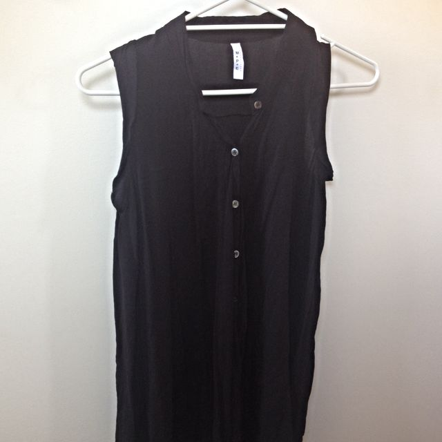 Black Button Up Sleeveless Shirt (fits like M)