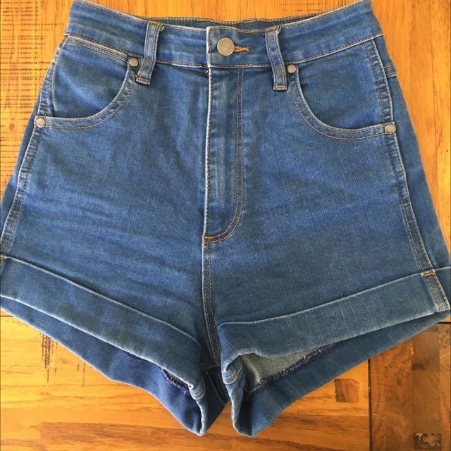 Wrangler Pin Up Shorts Size 7