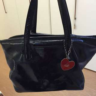Agnes b. 黑色漆皮包