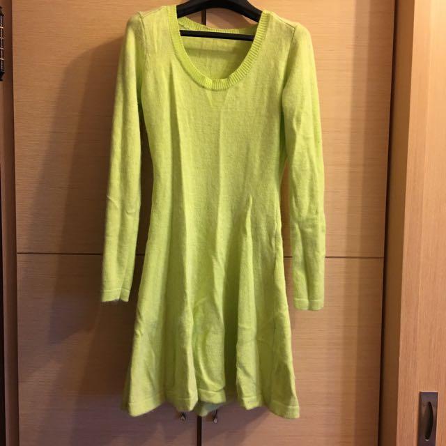 亮黃色兔毛剪裁洋裝