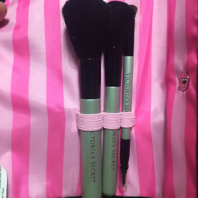 VS Makeup Brushes And Roll