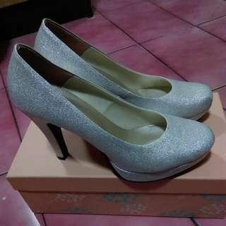 亮銀色高跟鞋