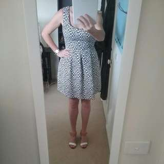 Classic Black And White Cue Dress Size 14