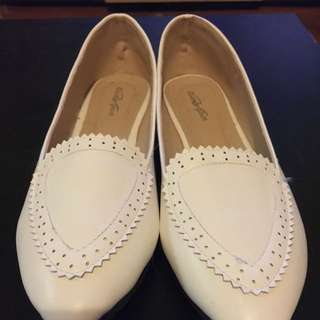 Brand New White Pointy Flats Size 8