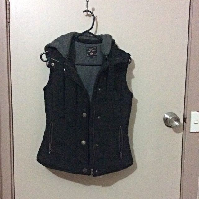 Lonsdale Vest With Hood Size 6