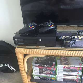 Xbox 360, 2x Controllers + 22 Games
