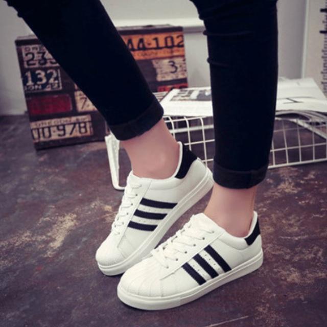 po: ispirato adidas superstar sneakers (stringhe), la moda femminile
