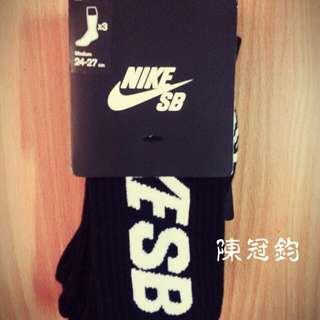 Nike m長襪全新三雙 降價
