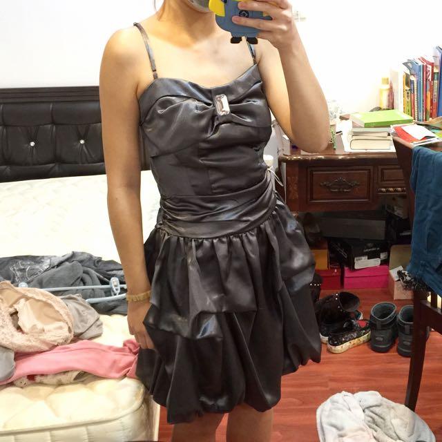 黑色緞面小禮服