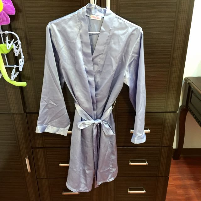 淡紫色緞面浴袍