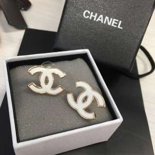 Chanel Logo耳環