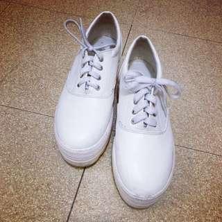 白色皮面內增高厚底布鞋38號