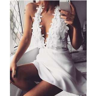 Fashionable Women's Plunging Neck White Sleeveless Lace Dress