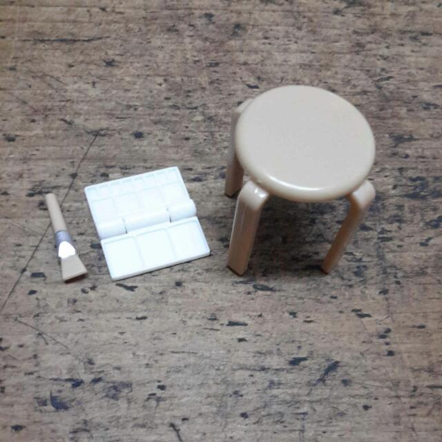美術課 椅子 調色盤 畫筆