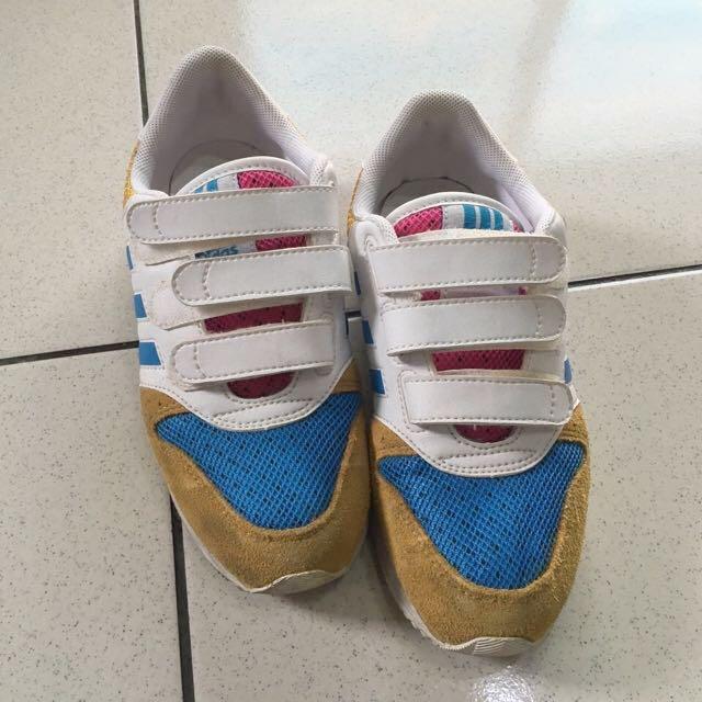Adidas 麂皮球鞋
