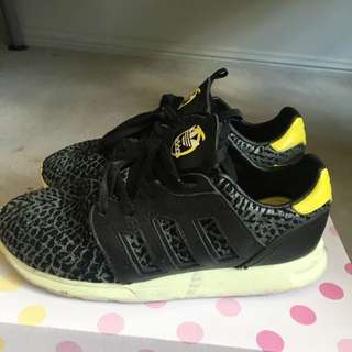w adidas Shoes Size 5-5.5