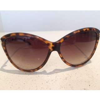 GUESS -  Cat Eye Tortoise Sunglasses