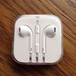 全新正品apple耳機,外殼外面保護膠未拆。