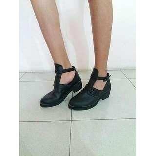 Black Ankle Boots Hitam