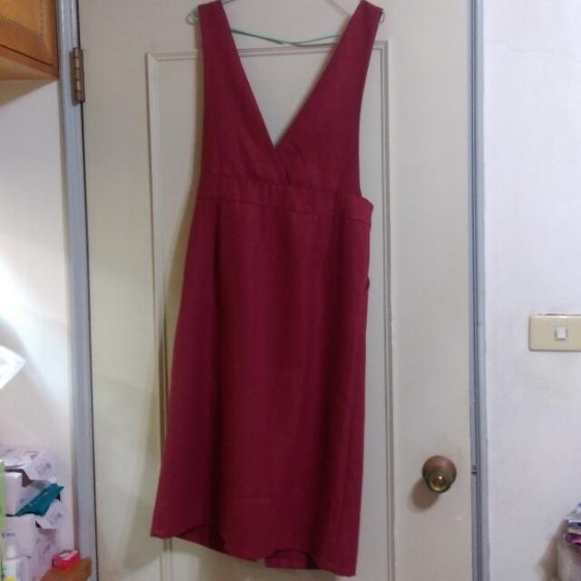 酒紅色吊帶裙