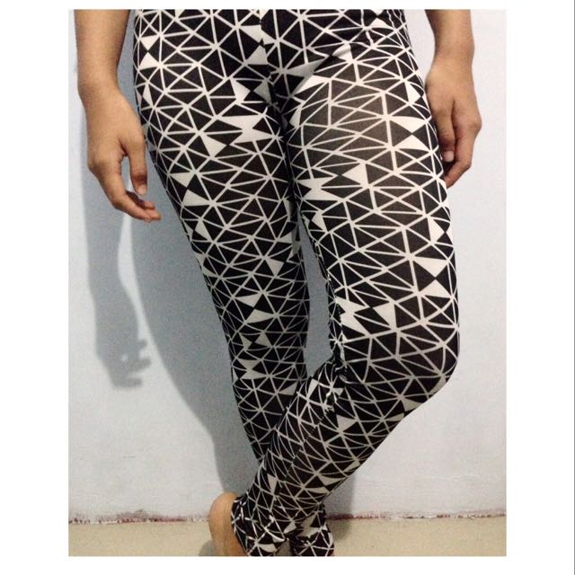 Black Triangle Legging