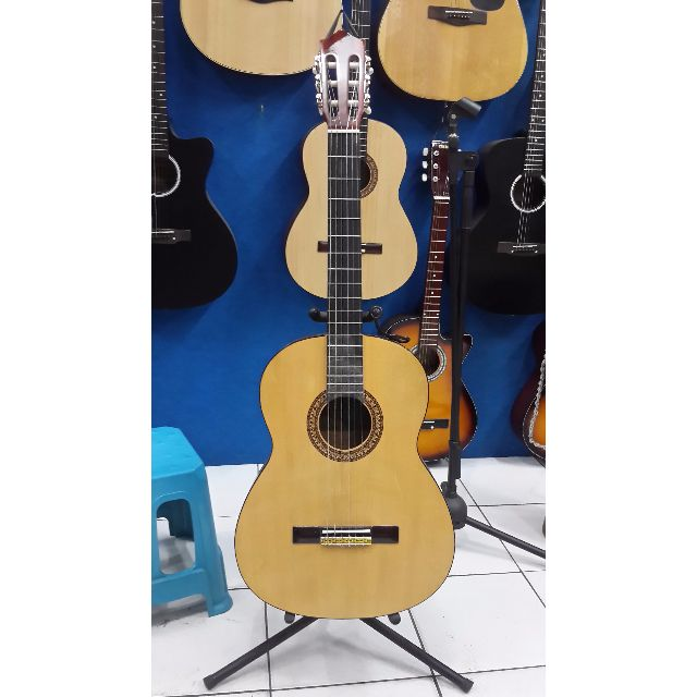 Gitar Akustik Yamaha Senar Nylon Natural Jumbo Jakarta, Music & Media on Carousell
