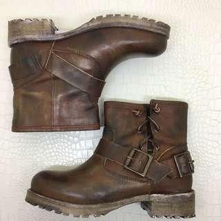 🚚 全新Jeffrey Cambell真皮工程靴/個性短靴